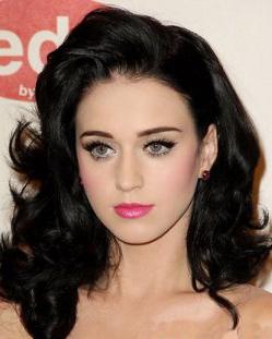 黑发更性感 凯蒂佩里黑色卷发更
