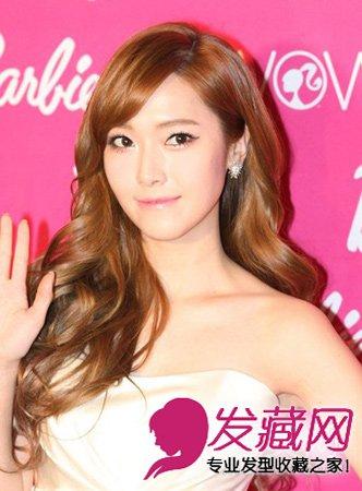 林允儿   一直被誉为清纯系的韩国女星允儿,一直是被视为宅男女神.