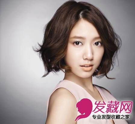 发型网 流行发型 短发发型 > 宋慧乔戚薇领衔 短发也依旧性感可爱的