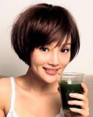 点击: 3158 李小璐示范 辣妈装嫩减龄发型秀 凌乱的bob头,做出空气感.
