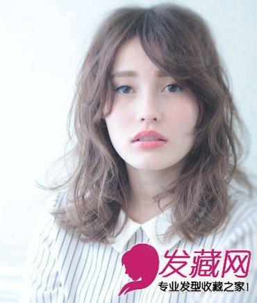 中短发形式烫发添青 →时尚的中长发烫发 女大学生最爱9款时尚发型图片