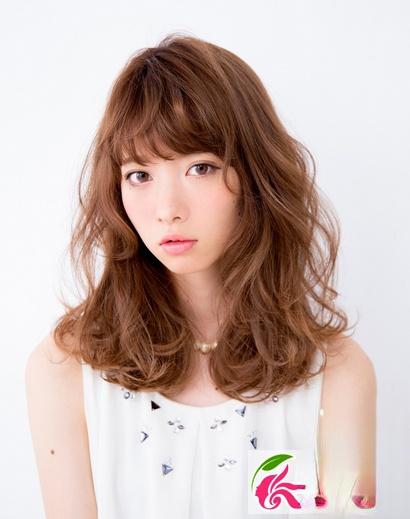 中长发韩式卷发 韩国流行的卷发发型图片