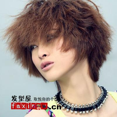 隋俊波锡纸烫短发,朋克的头发造型,凸显个性女孩想做就做,想说就说的图片