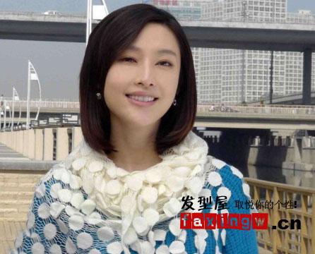 斜刘海的齐肩直发,尽显成熟大女生气质.图片