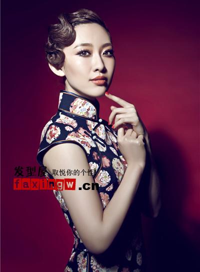 复古的盘发+中式风旗袍的搭配很贵气很有富太的感觉.图片