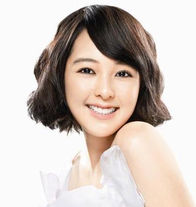 明星发型 > 韩国女明星夏日百变发型(7)  导读:柔和的一字型短发金宝图片