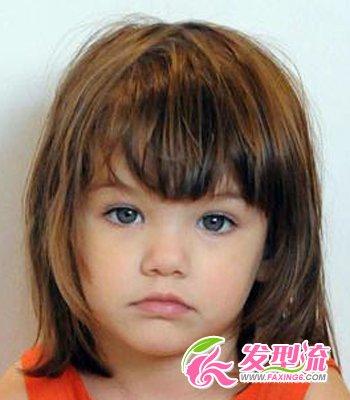 很可爱的一款女童短发,发梢部分有外翘又有内弯,非常独特,带出小宝贝