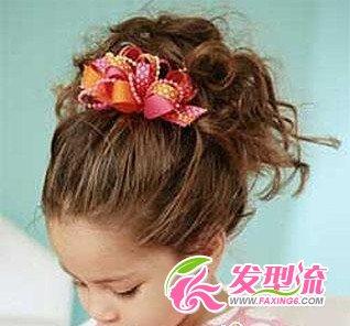 喜欢公主风的小姑娘肯定会很喜欢这款发型的!