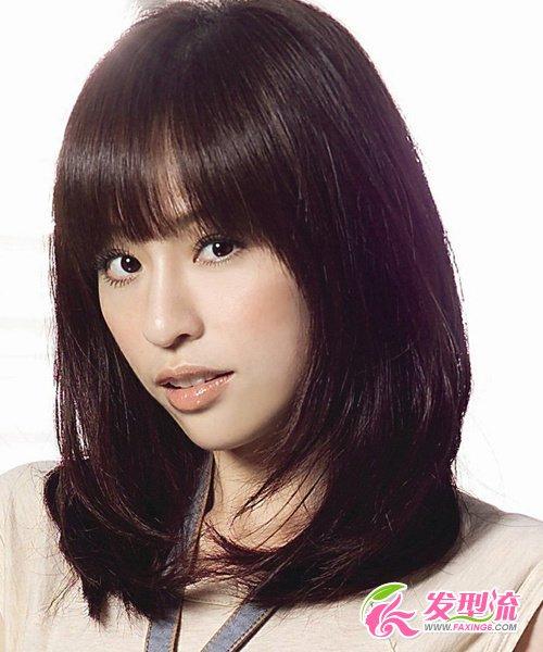 发型网 流行发型 刘海发型 > 齐刘海长发扮嫩 演绎清纯可爱气质(4)