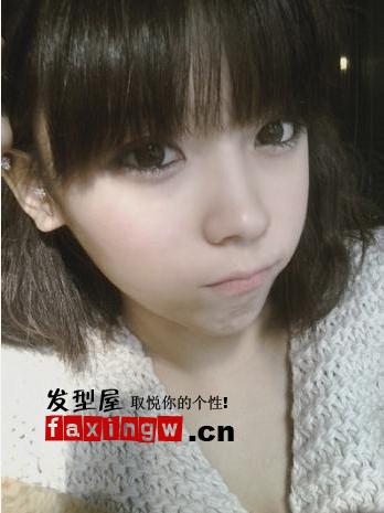 > 韩国网络人气美女瓜子脸发型(5)  导读:齐刘海的齐肩发型,俏皮可爱
