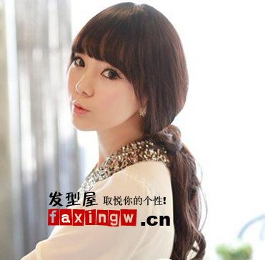 女生韩式发型 > 2015年最新韩式发型图片(5)  导读:齐刘海长发烫发图片