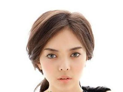 秋季韩式发型扎法图解 1分钟变淑女 →韩式发型扎法步骤 淑女发型