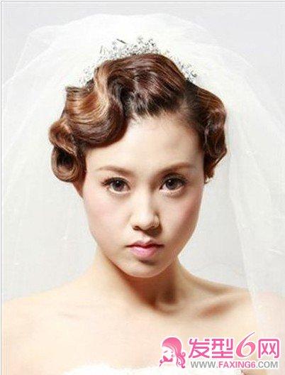 银色的皇冠彰显着贵族气质,这款  设计出一组极具鲜明个性的新娘妆高清图片