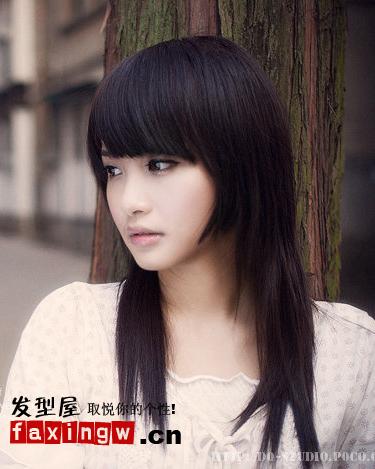 粉嫩可人齐刘海直发发型(2)图片