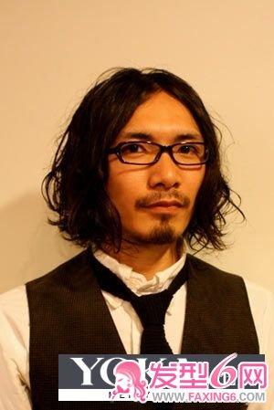 导读:艺术家 文艺青年发型 艺术家 文艺青年发型 蓬乱垂向两侧的长发图片