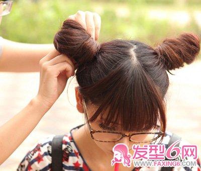 发型/高高的中国风双发髻,充满小萝莉的味道。