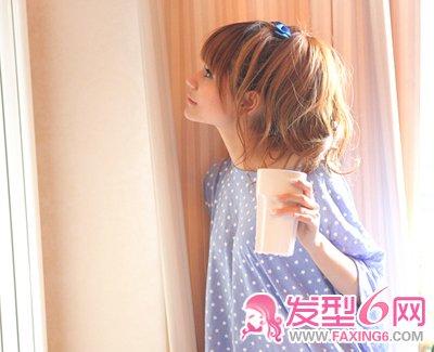 发型/大蓬松的质感女生盘发,松松的发髻,造型更甜美大气。