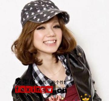 女生可爱发型 > 7款帽子发型让你甜美度up(4)  导读:普通的鸭舌帽,在图片