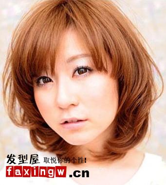 脸型发型 方脸适合发型 > 国字脸女生适合的发型(4)  导读:染发发型图片