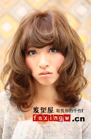 完美的包裹脸型,小脸效果超好的发型,即便胖脸和方脸女生也适合图片
