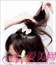 发型 刘海翘/属于短发Girl的DIY中分刘海翘马尾 前面后面看起来好俏皮哦1. 在...
