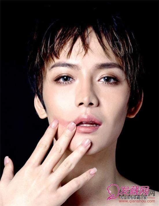 黄晟晟 发型/男士讲究的主要是硬朗、阳光,所以男士发型 一般都比较的短或者...