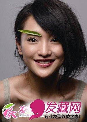 这个造型的周迅显得十分的可爱,厚重的斜分刘海的发型集聚女人的魅力