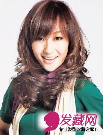 导读:长发 烫发发型 日系范的发型设计卡哇伊齐刘海