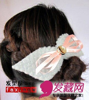 发型网 女生发型 女生韩式发型 > 韩式编发盘发教程  导读:想要在新年