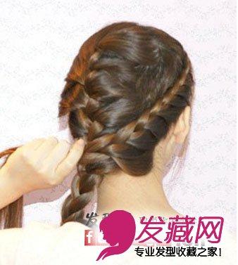利用三股辫的编发将头发编制出一个辫子就可以了!图片