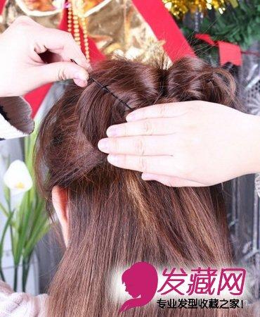 用夹子固定蝴蝶结的一边,内侧头发和原有的头发夹在一起.