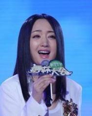 杨钰莹《舞林大会》做客 舞台现场清新长直发甜美动人