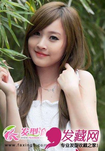 清纯的直发发型自然披散在胸前,优雅甜美,大片的厚重感斜刘海发型缩小图片