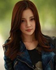 李小璐再演媳妇 甜美发型独绽放