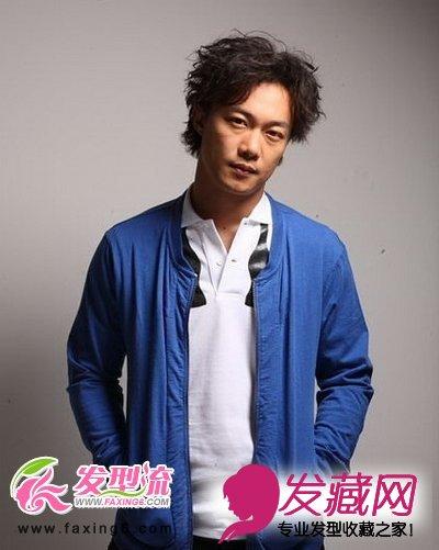 中分的烫发发型,对长刘海的点点改动,又形成了一款时尚的型男烫发图片