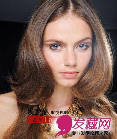 卷发 发型 波浪/层次感的波浪卷发将脸型修饰得更加纤长,小脸效果超好!