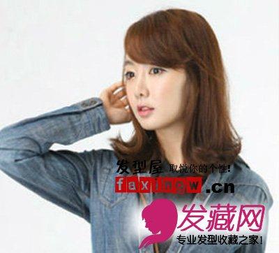 适合小脸或长脸的mm,配搭弧形斜刘海,十分甜美可爱的韩国发型.