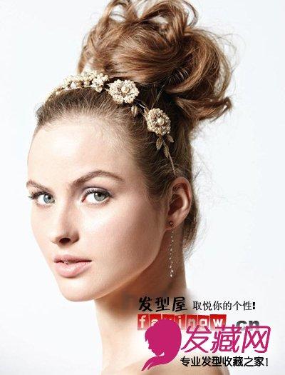 蓬松感盘发让新娘甜美可 →十月婚礼新娘发型推荐 高贵中带着甜蜜可爱