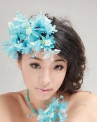 五种色彩花饰配新娘盘发 唯美浪漫又吸引眼球