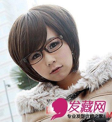 将短发打理出蓬松的空气感能将脸型衬托的更小哟,再搭配一幅眼镜更显