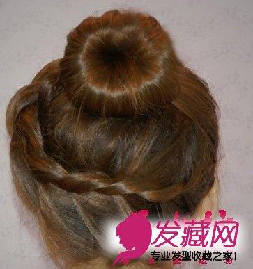 最简单花苞头扎法图解 彰显出甜美女人味 →中长发怎么扎刘海编发