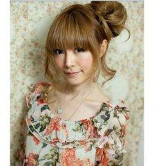 半盘发+花苞头发型 粉嫩时代