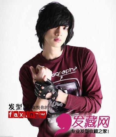 男生 发型 刘海/齐刘海短发黑色的发型很体现出男生沉稳的一面,与服装的搭配看...