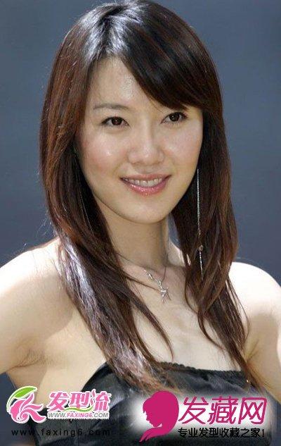 导读:斜刘海 中长发发型 这款发型很适合鹅蛋脸型的女生们,左边斜图片