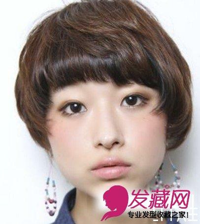 > 日韩式短发烫发发型 秋冬更时尚(5)  导读:略有些斜度的圆形 刘海
