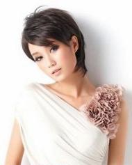 发型 女生/女生短发发型图片彰显时尚个性