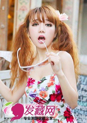 金棕色的染发颜色不仅增加了烫发发型的时尚洋气感,也衬托出女生图片
