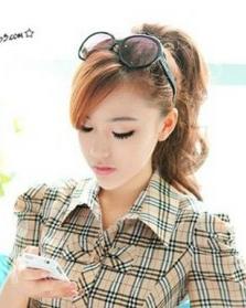 学生发型设计 时尚迷人的女生斜刘海发型