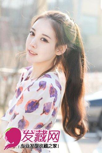 既清爽又显得非常的时尚靓丽,无刘海的长发发型扎法,女生的脸蛋尽显