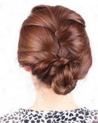 长发mm又开始为一头长发烦恼了,其实长发可以打造出很多漂亮的盘发图片